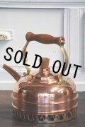 お買い得 1985年 英国ビンテージ 銅製ケトル (クロム・コイル付) 湯が沸くのが早い優れものです! 1.5リットル 木製ハンドル