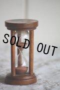 アンティーク モシュリンヌの珍しい砂時計(3分)すずかけの木製 BURNS COTTAGE 8.6cm 1800年後期 スコットランド製