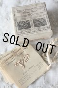枯れたオリジナルの箱が素敵 フランス製 アンティーク イニシャル モノグラム 小〔V〕台紙付 12枚入 シルク糸付属 サイズNo.2