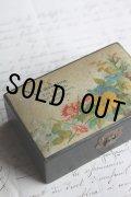 お買い得 アンティーク モシュリンヌ すずかけの木製小箱 勿忘草・パンジーetc 9.7×6.2×H 3.9cm 1900年代初期 スコットランド製