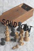 お買い得 1900年代中期 英国W.G.SHADICK製 ビンテージ チェス 木製駒32個 木箱付き キング駒サイズ 高5.5cm