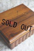 美品 フランス製 アンティーク モシュリンヌ オリーブ木のソーイングボックス シンブルと針入れの飾り木 16.8×13.5×H6.0cm