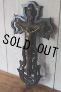 お勧めの希少な逸品 1800年代後期 フランス製 アンティーク 大型透かし黒木台座古木の十字架 緻密な作りのピューター金彩キリスト像 全高48cm