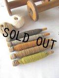 USAビンテージ 木製糸巻き 5色のカラフルなウール糸付き 暖かい雰囲気です。