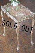 フランス製 アンティーク サイドテーブル 柔らかな曲線の脚 塗り重ねられ剥がれたペイント 絶妙の枯れ具合 H 59cm 天板50×33cm